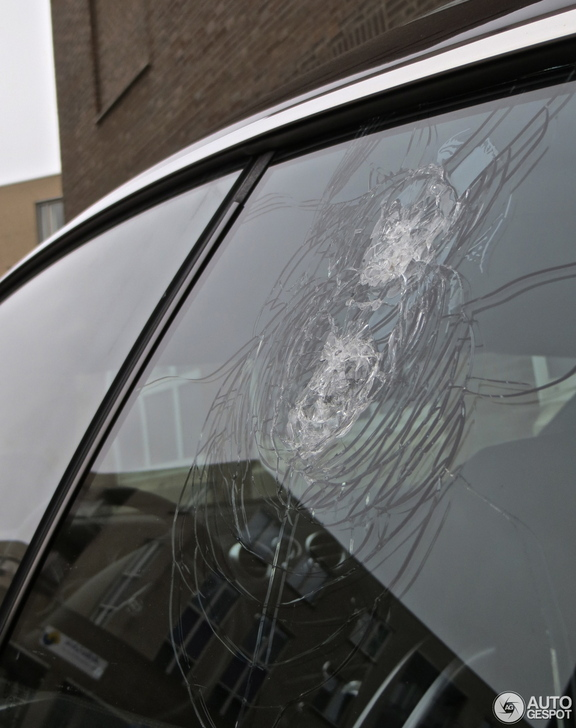 Again a Bentley Continental GT is damaged