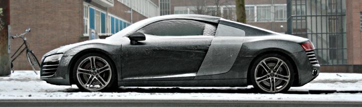 Na koniec zimy: samochody w śniegu