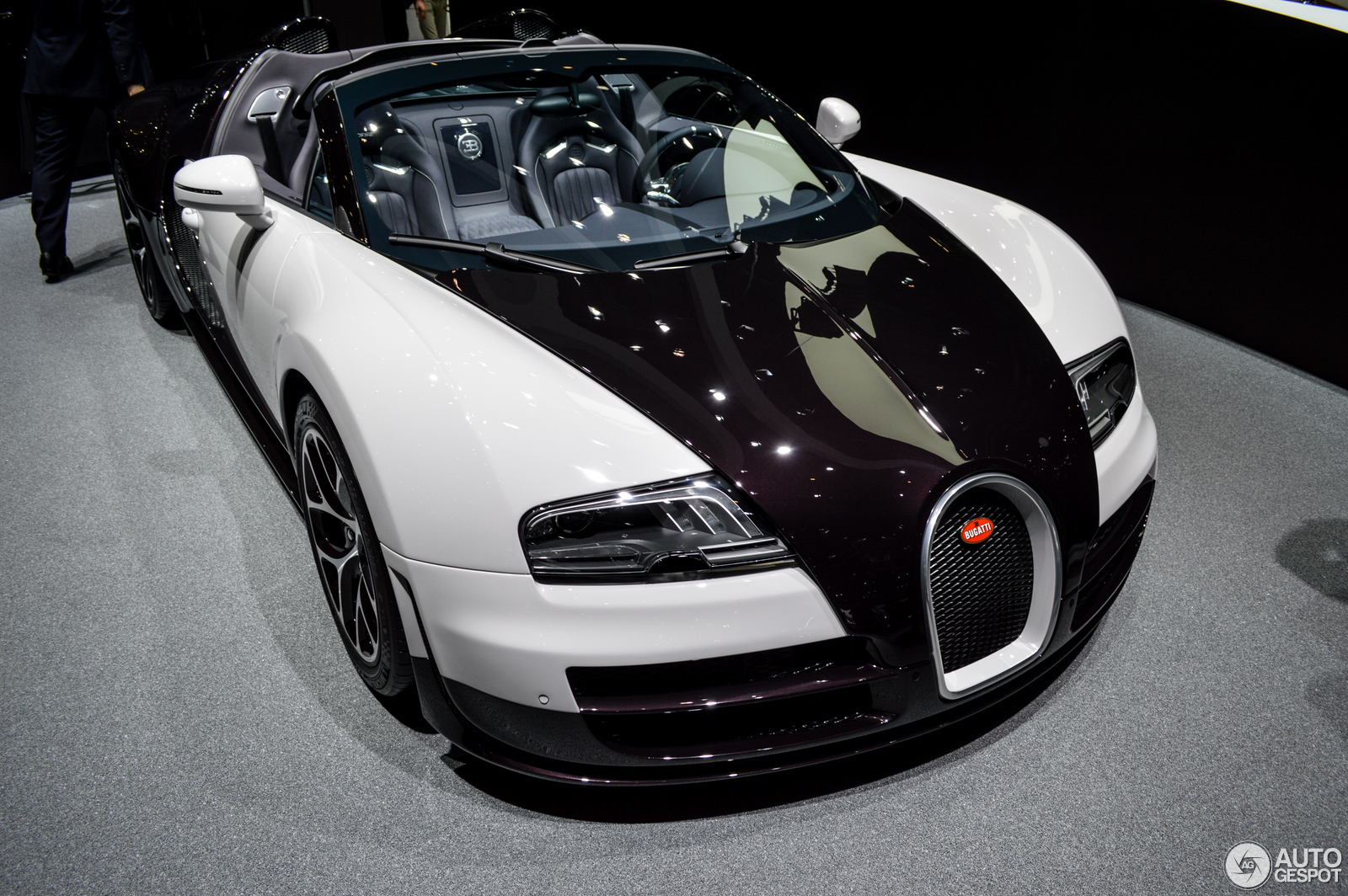 geneva 2014 bugatti veyron 16 4 grand sport vitesse. Black Bedroom Furniture Sets. Home Design Ideas