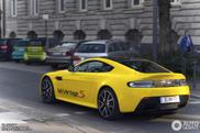 Avistado: belíssimo Aston Martin V12 Vantage S amarelo!