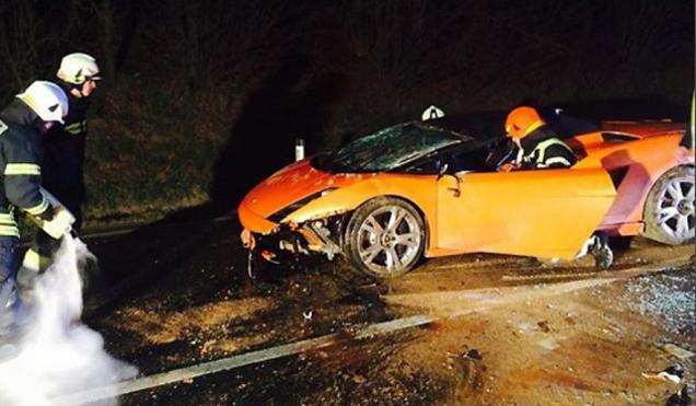Monteur crashed Lamborghini Gallardo