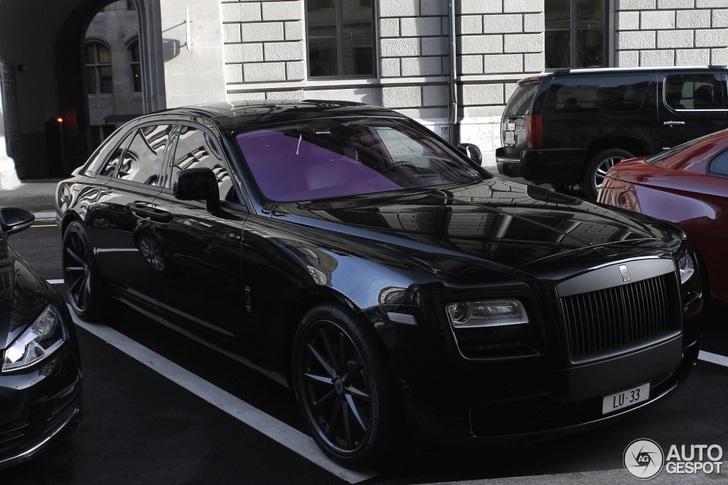 Sinistere Rolls-Royce Ghost staat dik te doen in Zürich