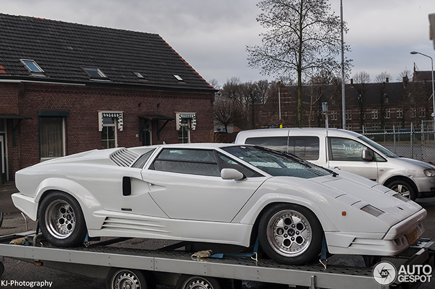 Bright White Lamborghini Countach 25th Anniversary Leaves Holland