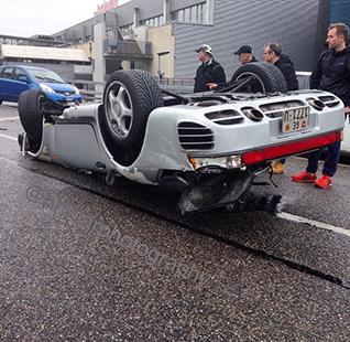 Porsche 959 gaat ondersteboven in Genève
