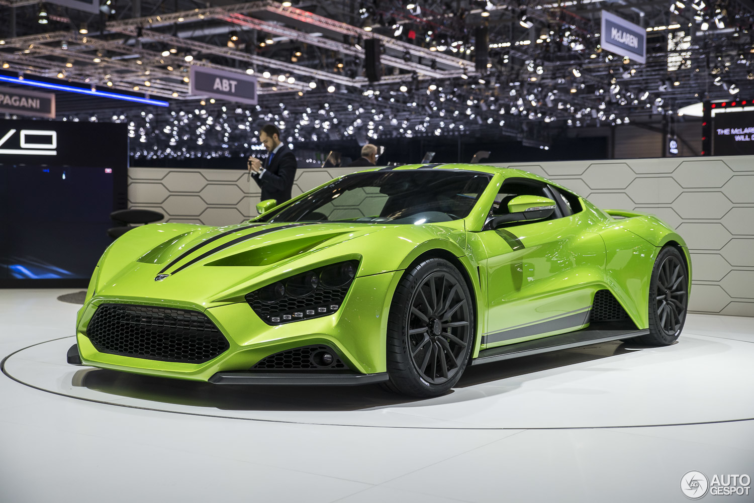 Geneva 2015: upgrades for the Zenvo ST1
