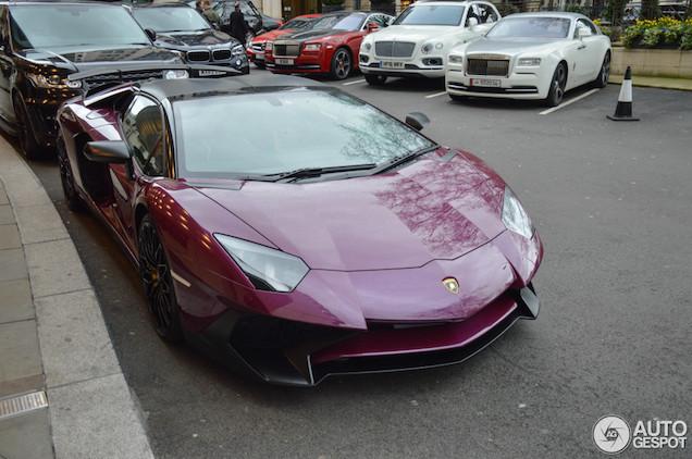 Gespot: stijlvol samengestelde Lamborghini Aventador SV Roadster