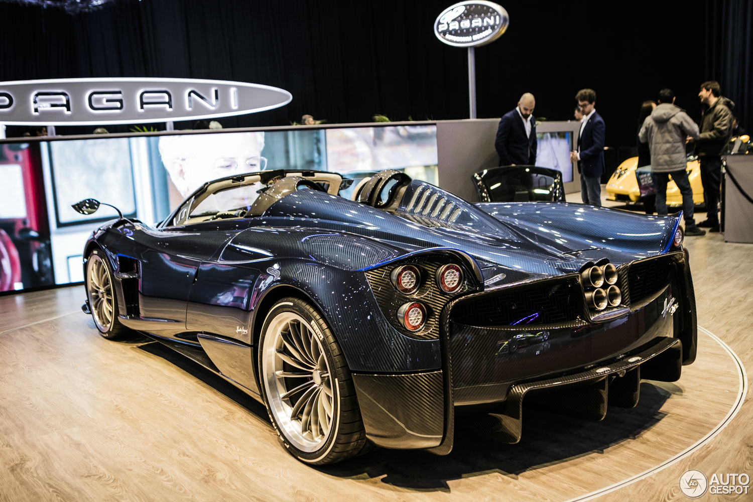 geneva 2017 pagani huayra roadster. Black Bedroom Furniture Sets. Home Design Ideas