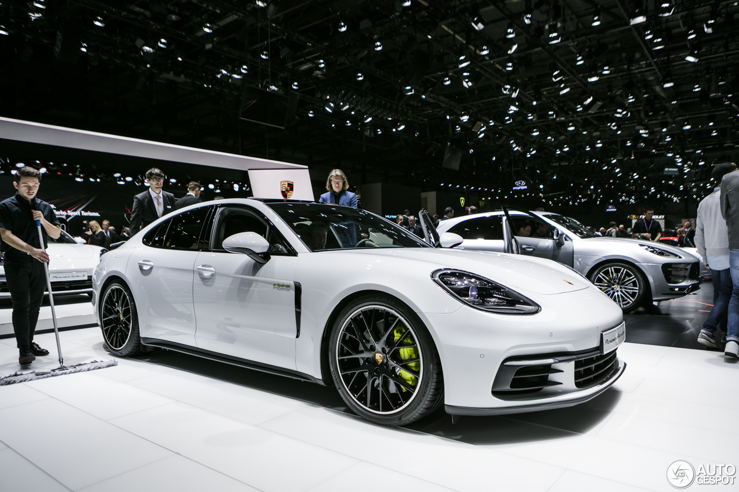 gen ve 2017 porsche panamera turbo s e hybrid. Black Bedroom Furniture Sets. Home Design Ideas