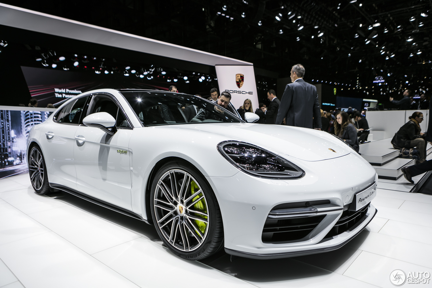 geneva 2017 porsche panamera turbo s e hybrid. Black Bedroom Furniture Sets. Home Design Ideas