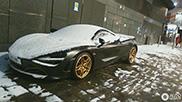 Londense Supercars kunnen van de sneeuw genieten