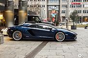 De Lamborghini Aventador S Roadster hebben we nog niet vaak gezien