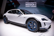 Geneva 2018: Porsche Mission-E Cross