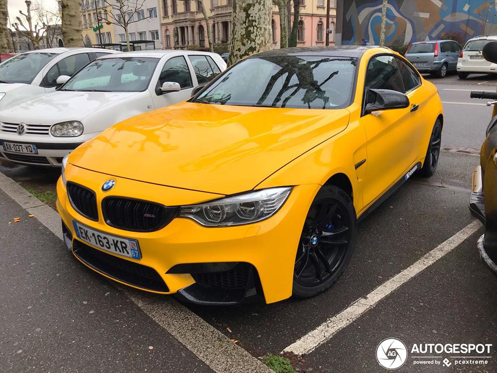 Gele BMW M4 is lekker aangekleed