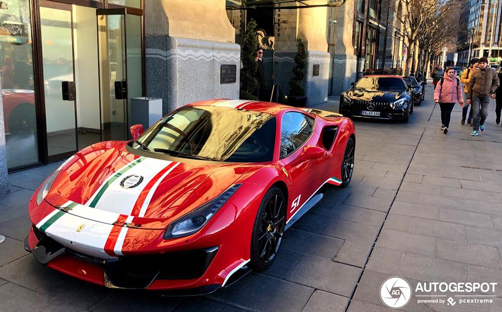 Josh Cartu ontvangt zijn Ferrari 488 Pista Piloti