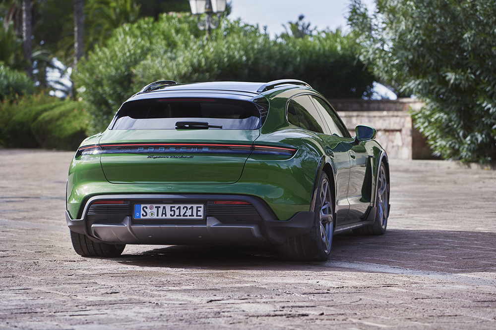 Porsche toont de ruime Taycan Cross Turismo!