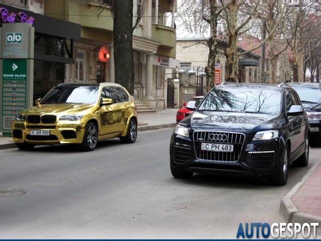 Gek, gekker, gekst: totaal gouden BMW X5 M!