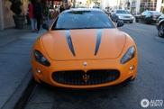 Avistado: um bonito Maserati GranTurismo S Laranja