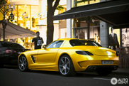 Ovakav nam se dopada: mat žuti Mercedes-Benz SLS AMG