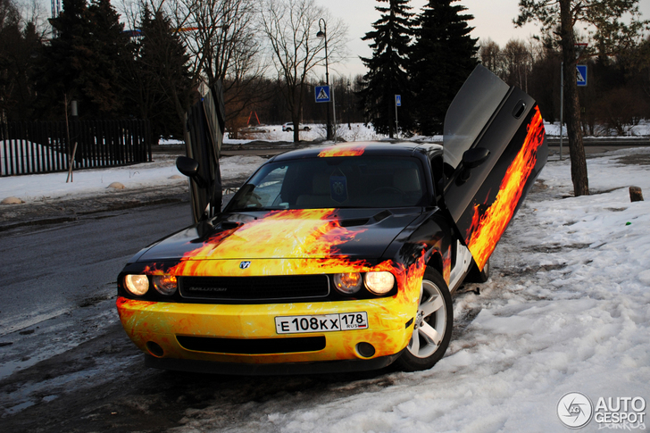 Spotted: a ridiculous Dodge Challenger SRT-8