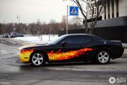 ¡Este Dodge Challenger SRT-8 está que arde!