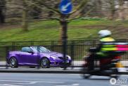 Da li ljubičasta boja čini Mercedes-Benz SLK ženskim automobilom?