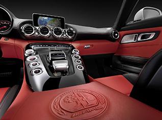 Zo ziet de Mercedes-AMG GT er van binnen uit