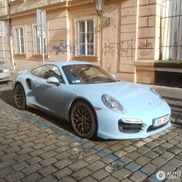 Spotted: Porsche 991 Turbo in a striking blue colour