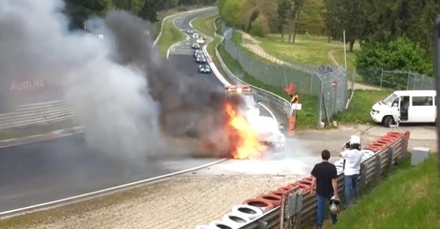 Filmpje: Nissan GT-R brand af op Nürburgring