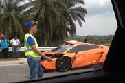 Uno studente distrugge la sua Lamborghini In Malesia