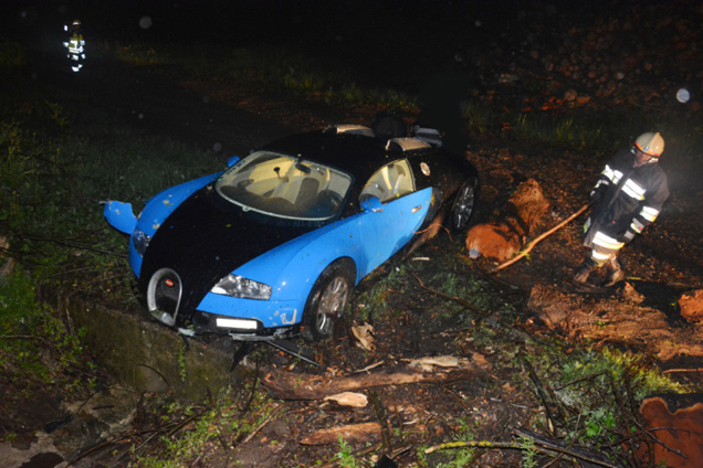 bugatti veyron 16 4 crashed in austria. Cars Review. Best American Auto & Cars Review