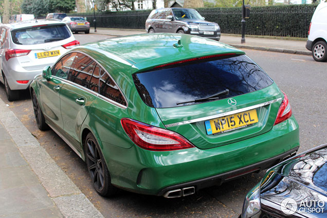 Groene Mercedes-Benz CLS 63 AMG S Shooting Brake kleurt Londen