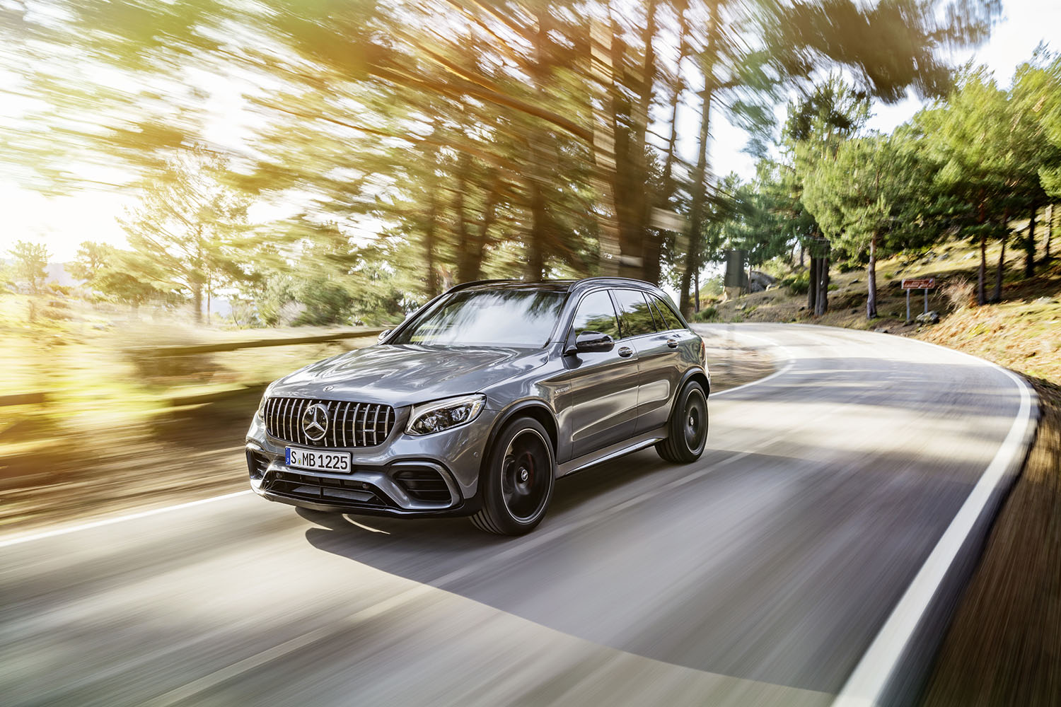 mercedes amg glc 63 the amg everybody was waiting for. Black Bedroom Furniture Sets. Home Design Ideas