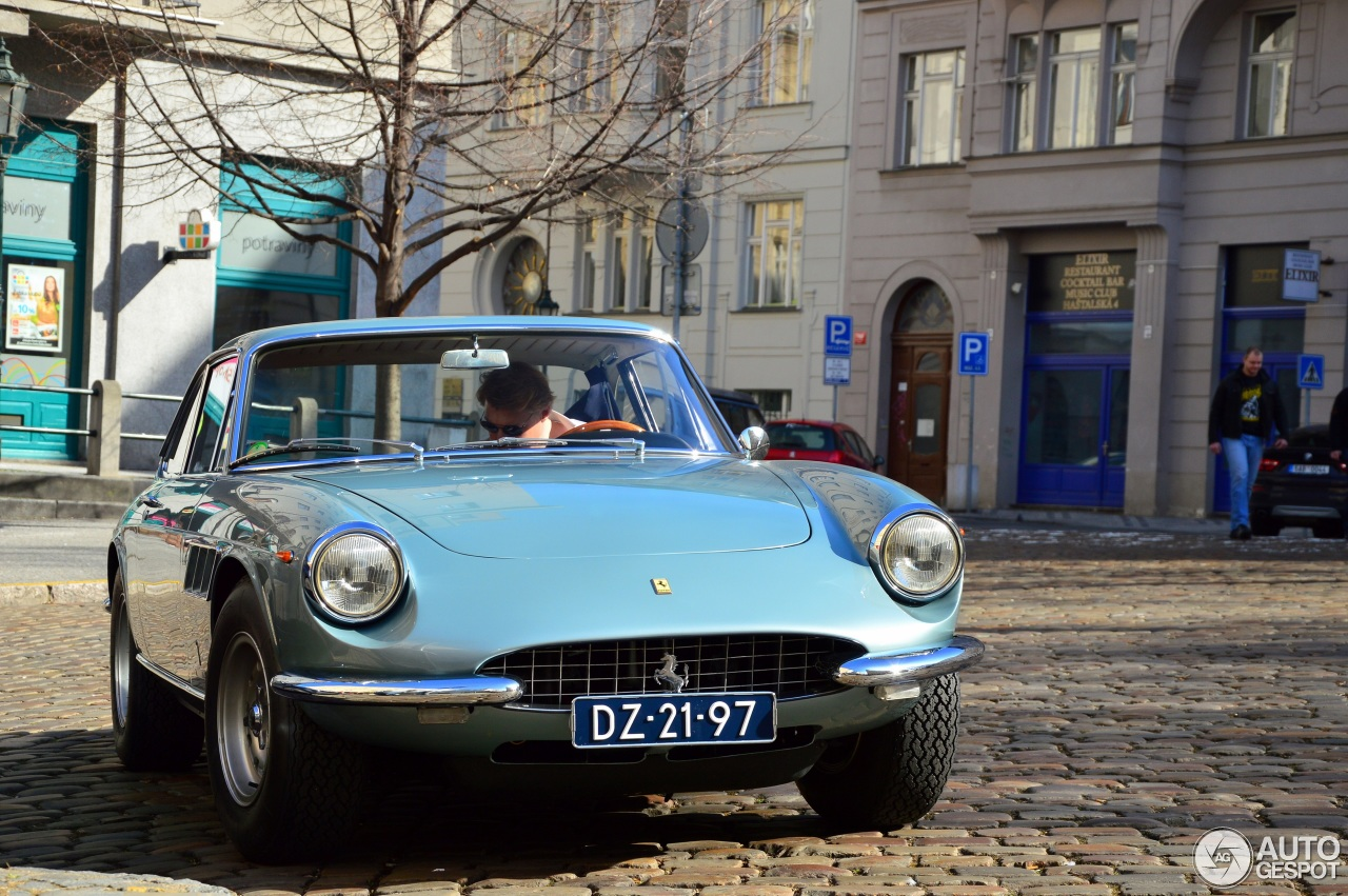 Nederlandse Ferrari 330 GTC in Praag