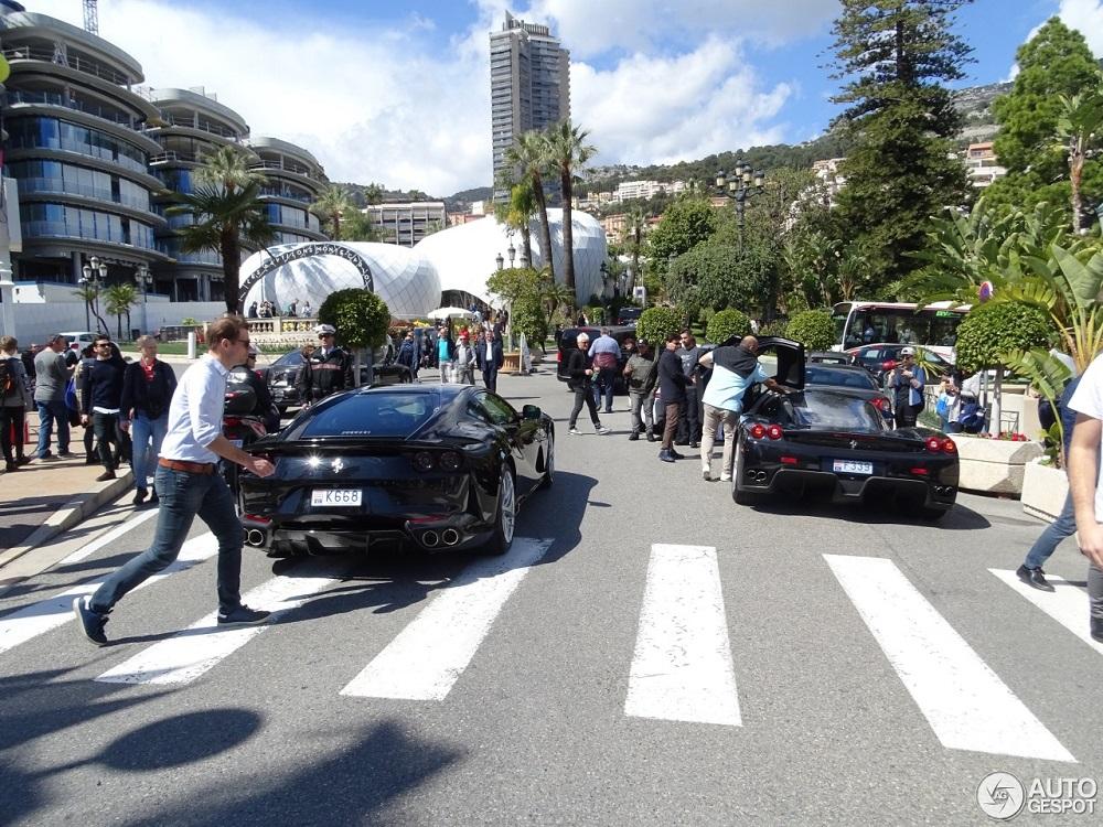 Kiezen maar: zwarte Ferrari 812 Superfast of zwarte Enzo?