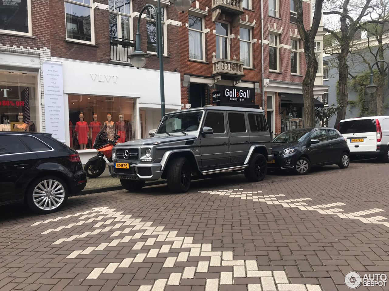 Lil' Kleine喜获新车:马赛地 G 63 AMG