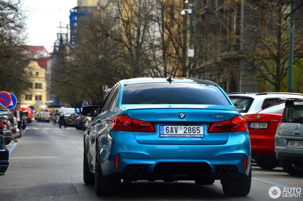 Deze BMW M5 F90 ziet er fris uit