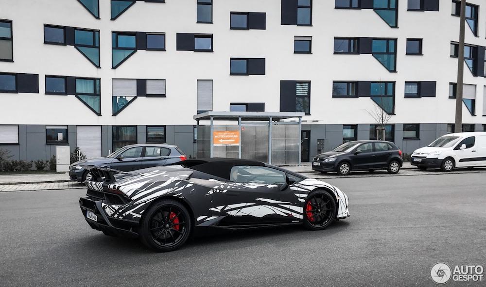 Aparte bestickering voor deze Lamborghini Huracán Performante Spyder