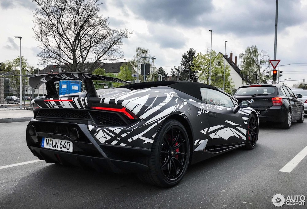 A unique wrap on this Lamborghini Huracán Performante Spyder