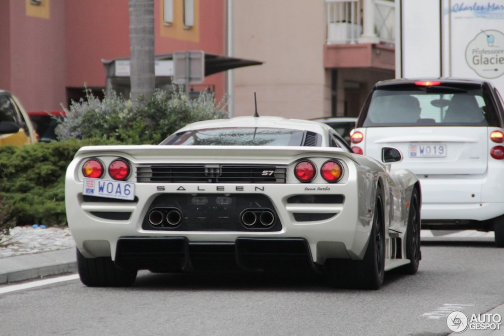 Gespot: brute Saleen S7 Twin Turbo in pittoresk Frankrijk