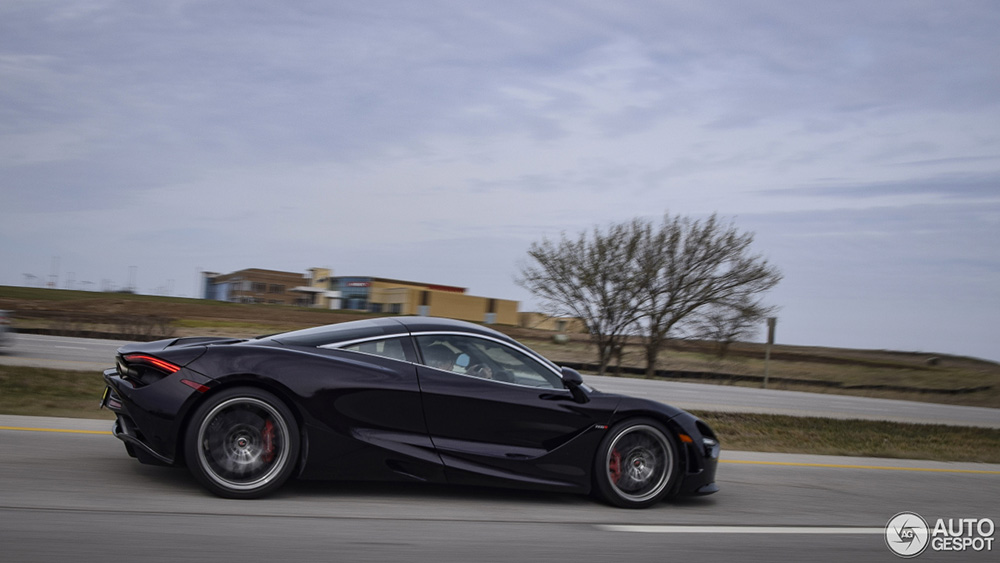 Textbook example: highway spot McLaren 720S