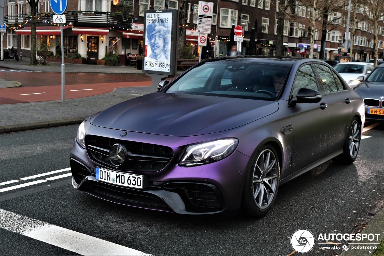 Mercedes-AMG E 63 S in het paars is een prima verschijning
