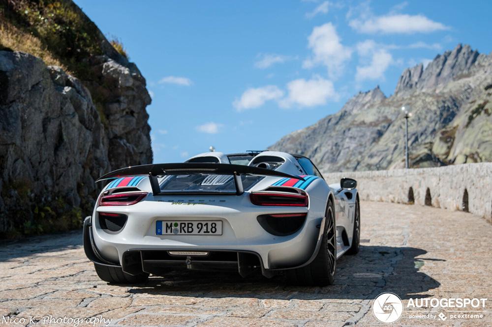 Grimselpass is niet de lekkerste om te rijden met Porsche 918 Spyder