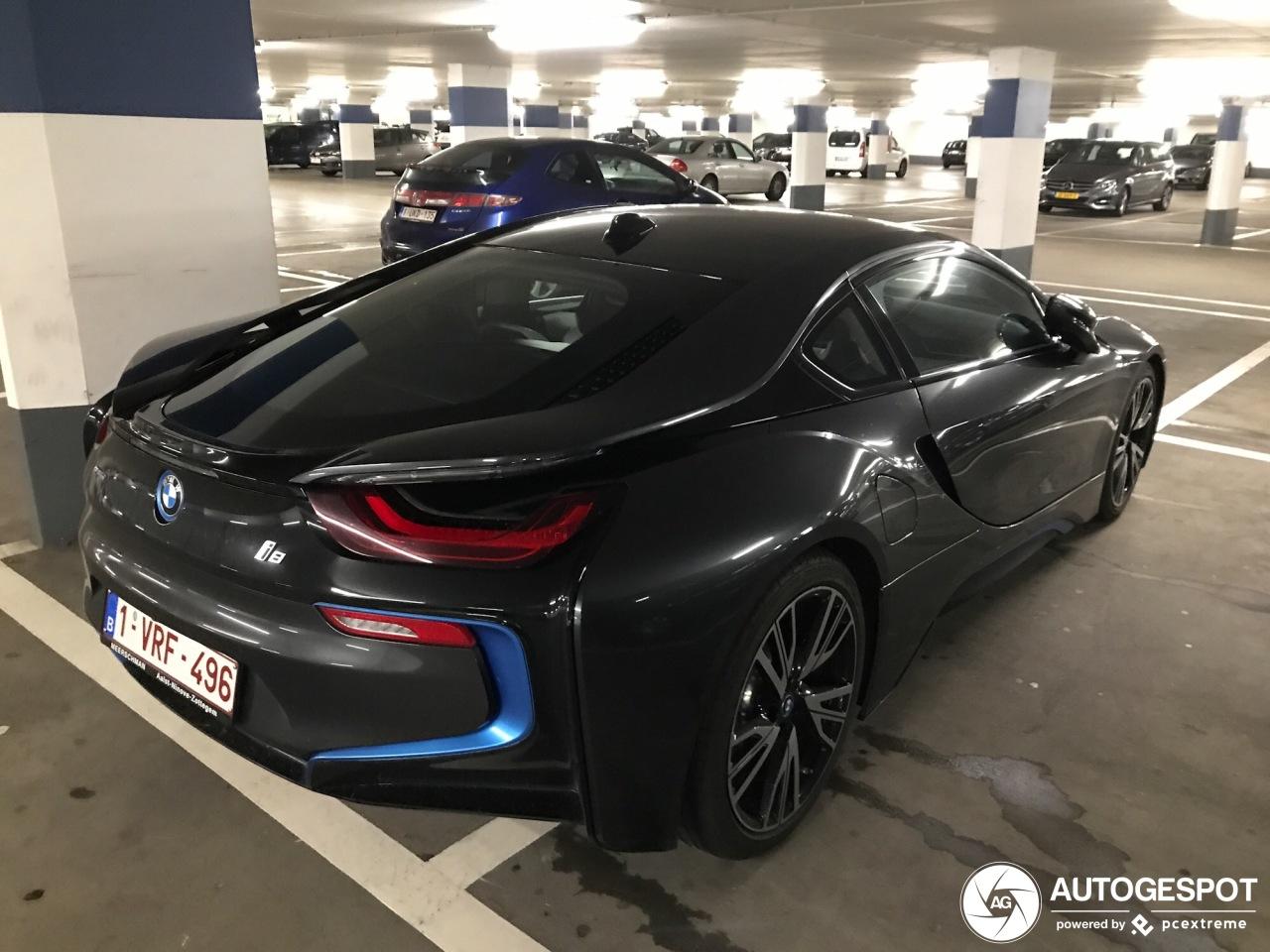 BMW i8 staat niet zoals het hoort