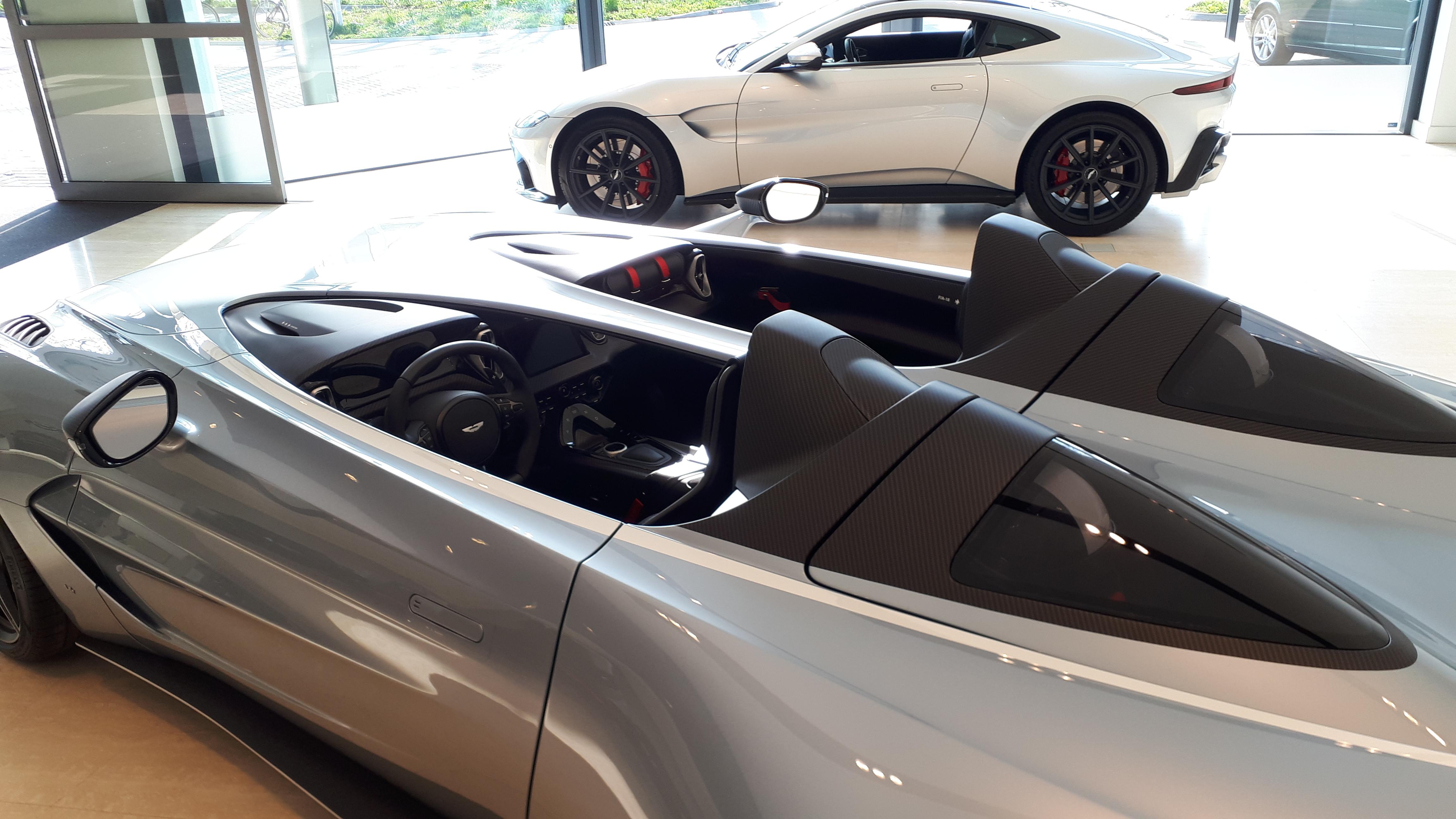 Eén van de 88 Aston Martin V12 Speedsters te bewonderen in Eindhoven