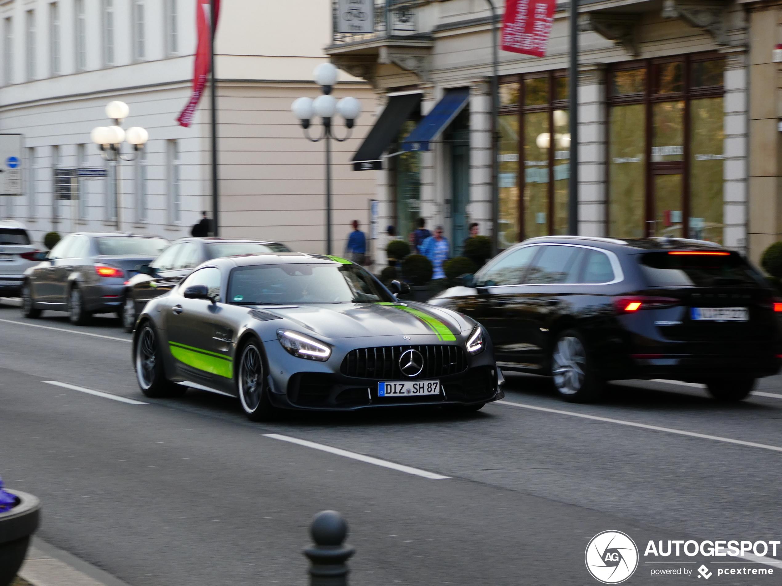 Mercedes-AMG GT R Pro misstaat niet in de stad