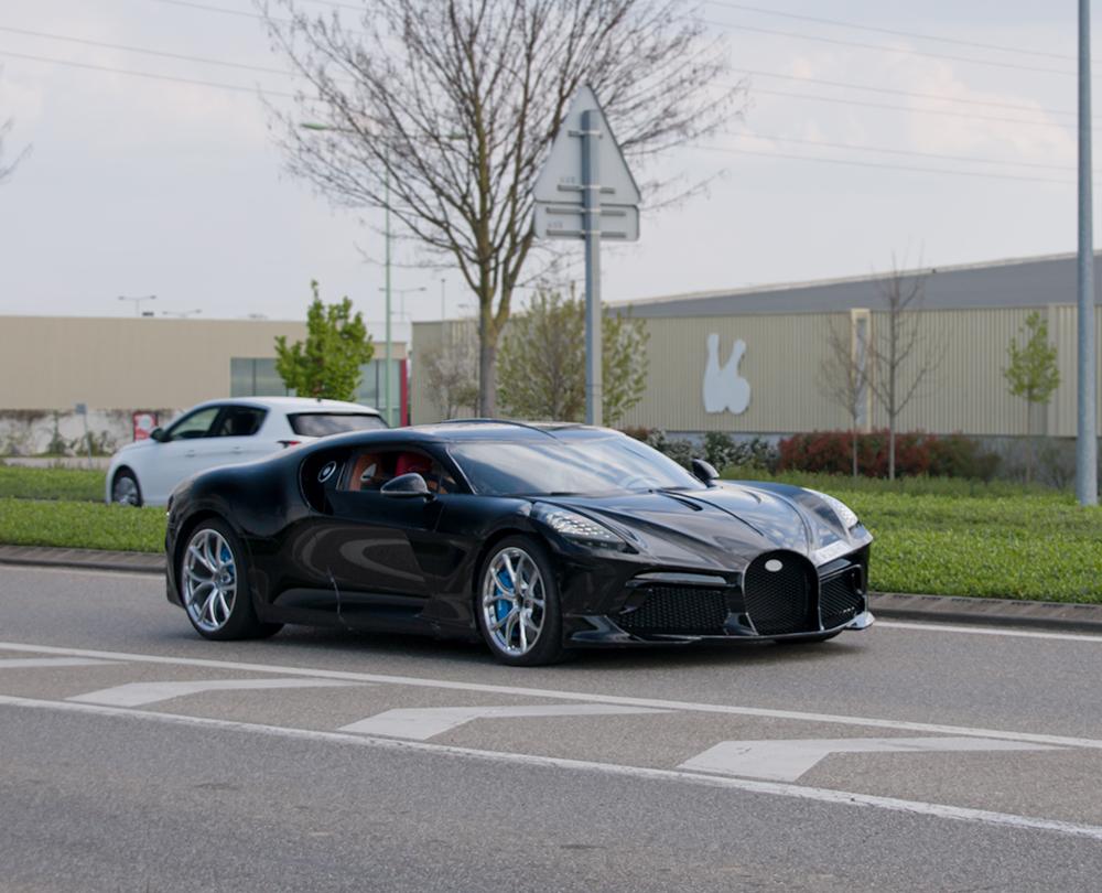 Bugatti La Voiture Noire verschijnt op straat!