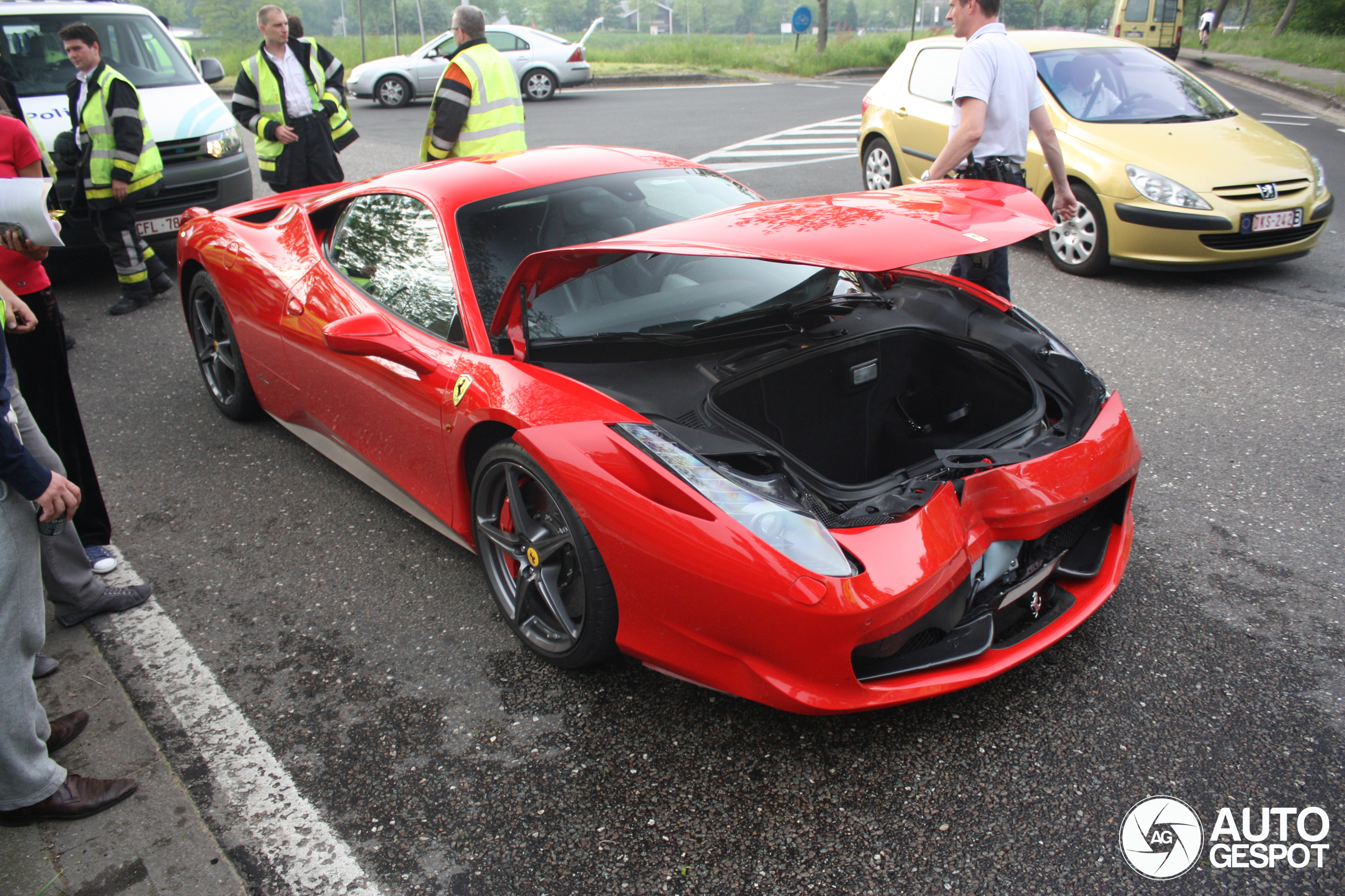 ferrari 458 italia involved at crash. Black Bedroom Furniture Sets. Home Design Ideas