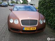 Des autocollants particuliers sur une Bentley Continental GT
