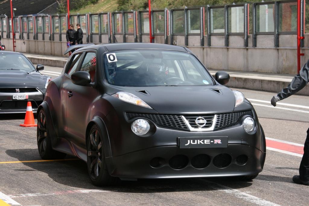 Gespot: Nissan Juke-R op ciruit Zolder