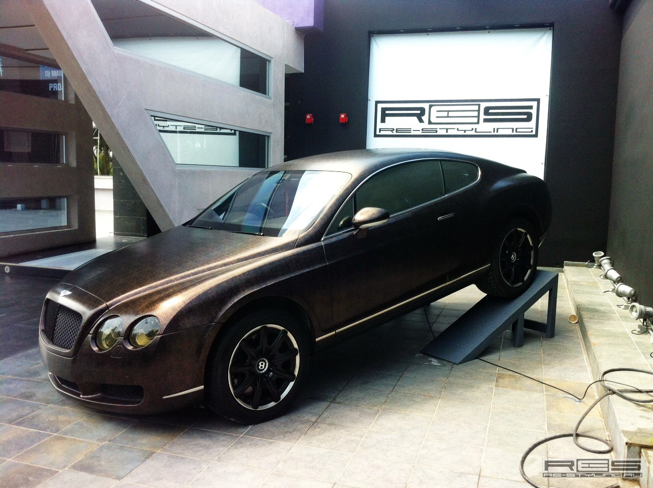Brass to brown bentley continental gt with an alligator wrap from brass to brown bentley continental gt with an alligator wrap vanachro Choice Image